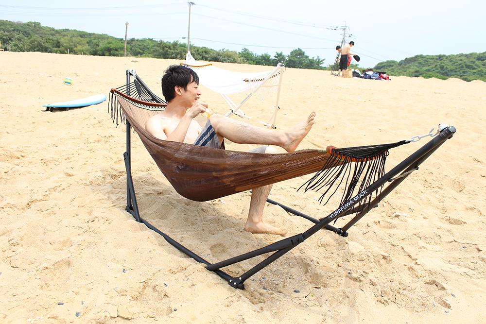 ハンモックと砂浜